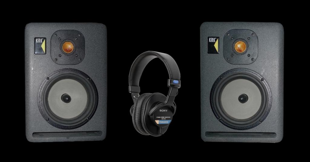 01_Fig 1 Speakers vs Headphones